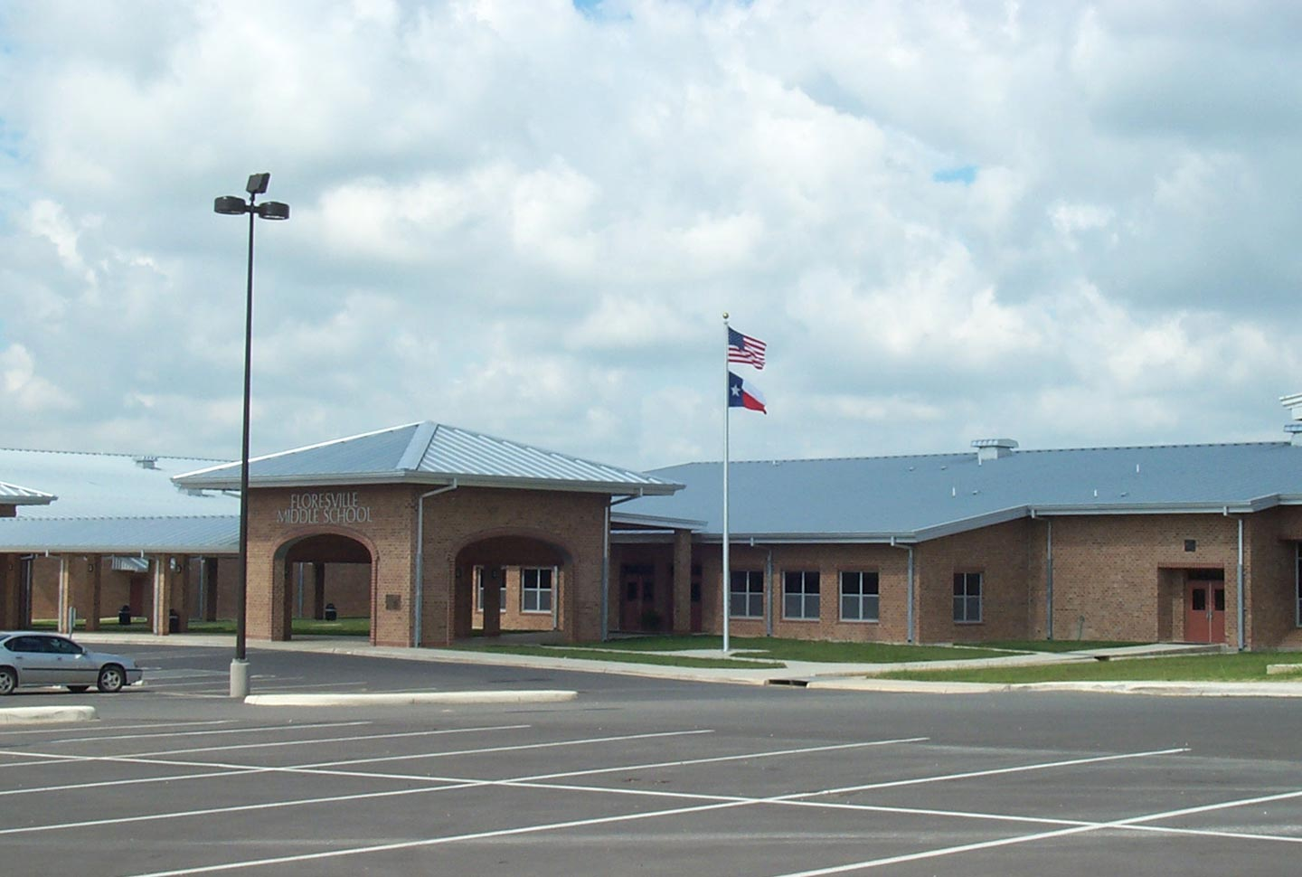 floresville-middle-school-02